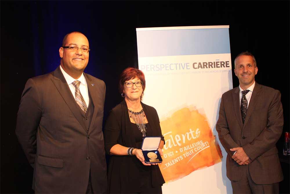Le député de Laval-des-Rapides remet la Médaille de l'Assemblée nationale à Perspective Carrière.
